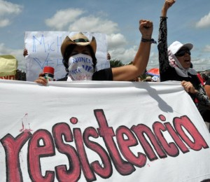 Supporters of ousted Honduran President Manuel Zelaya take part in a rally to protest against the military coup in Tegucigalpa on July 1, 2009. Deposed Zelaya on Wednesday delayed his return to Honduras to reclaim the presidency for the weekend, after the Organization of American States gave the country 72 hours to reinstate him as president.  AFP PHOTO/Yuri CORTEZ (Photo credit should read YURI CORTEZ/AFP/Getty Images)