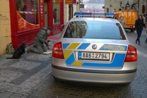 beggar-is-begging-police-not-to-kick-him-out-from-the-center