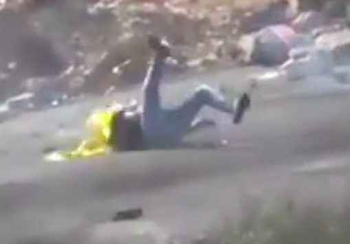Screenshot: Palestinian protestors falls after being targeted and shot by Israeli sniper