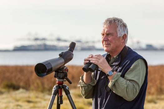 Bob Elner has spent more than two decades observing migratory sandpipers on the 21,703-hectare estuary of the Fraser River. What he's discovered there has revolutionized our understanding of the critical link between shorebirds and the mudflats on which they feed. Photo by Ron Watts